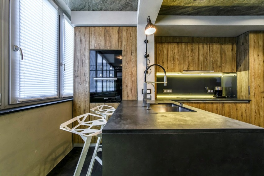 Потолок кухни на балконе лучше оформить как натяжные или гипсокартонные конструкции