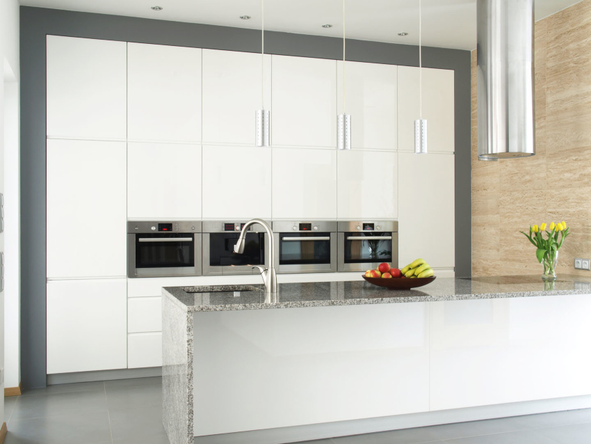 Чаще всего для напольного покрытия кухни в стиле хай-тек используют камень серого оттенка