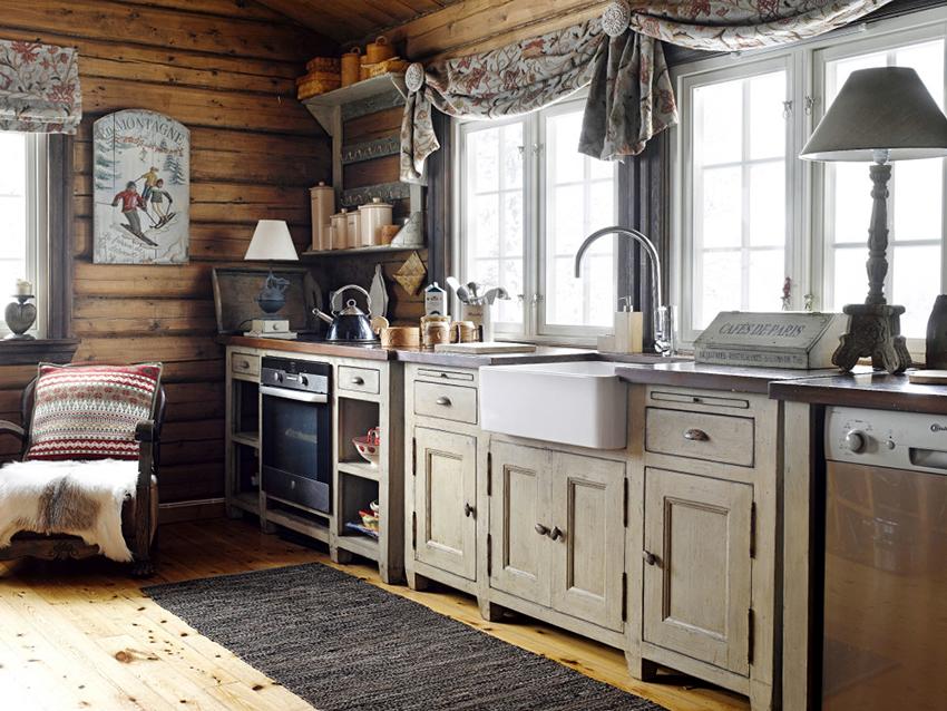 Занавески и шторы для окон в кантри кухне должны быть из натуральных тканей