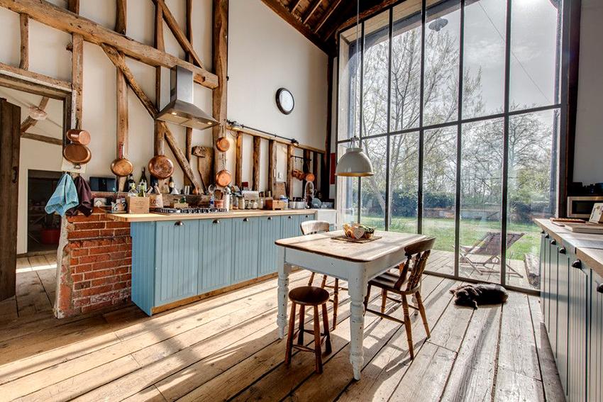 Кухня в стиле кантри должна быть оформлена в природной цветовой гамме