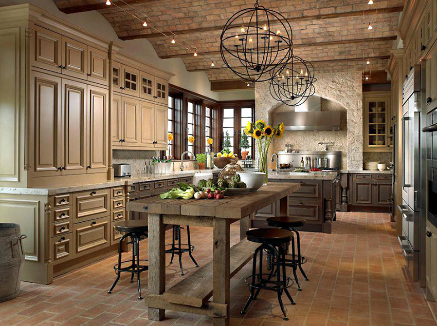 Камень используется для облицовки стен, пола и потолка в кухнях кантри