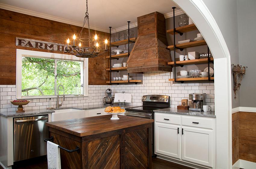 Фартук кухни в стиле кантри можно оформить плиткой в виде имитации кирпича
