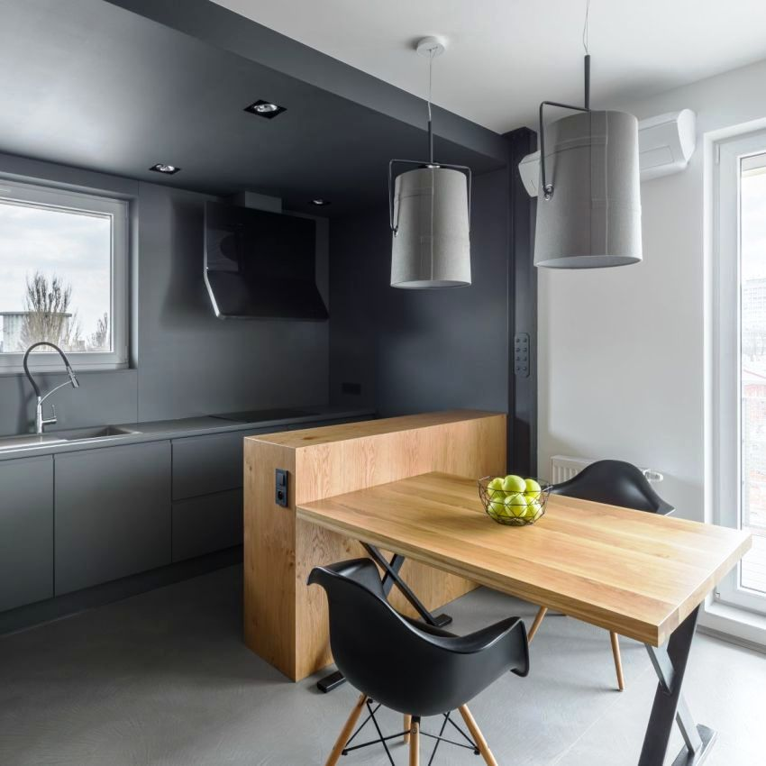 В кухне минималистического стиля встречается максимум 3 основных цвета, чаще всего это нейтральные базовые оттенки
