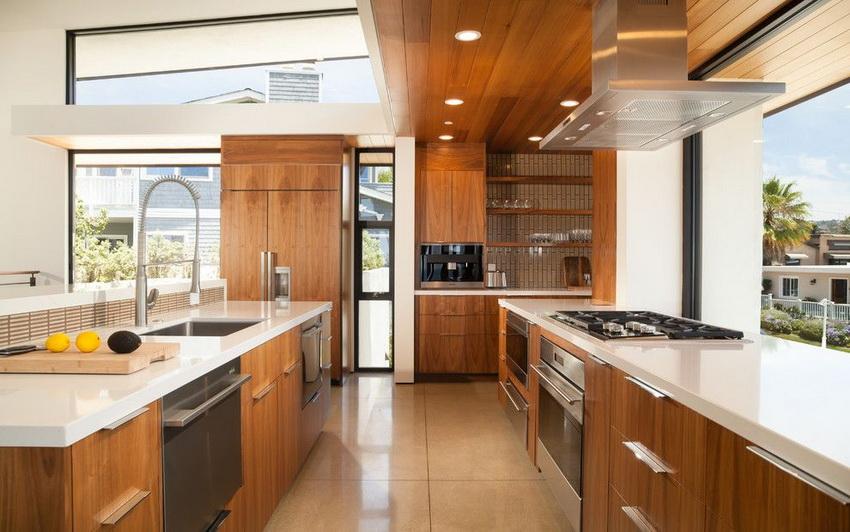 В последнее время набирают популярность кухни модерн в бежевой и коричневой цветовой гамме