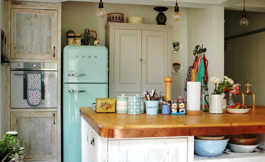 Мебель для кухни в стиле прованс несколько грубая и «под старину» – в этом секрет очарования этого стиля