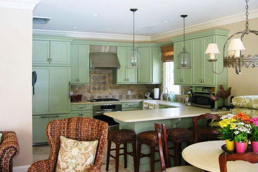 Маленькая кухня в стиле прованс будет от светлого цвета только выигрывать – казаться визуально больше