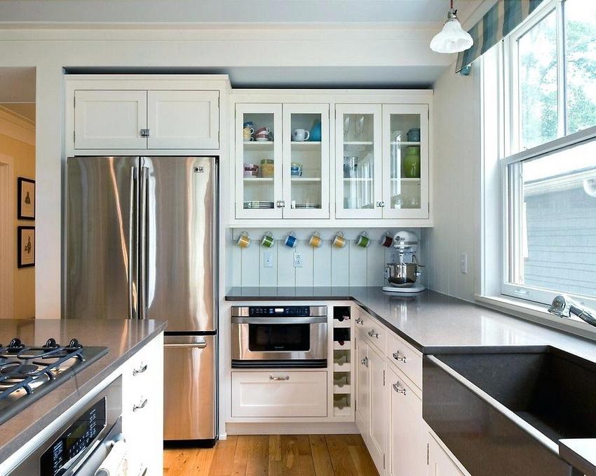 Кухня должна быть хорошо освещена - это добавляет простора помещению