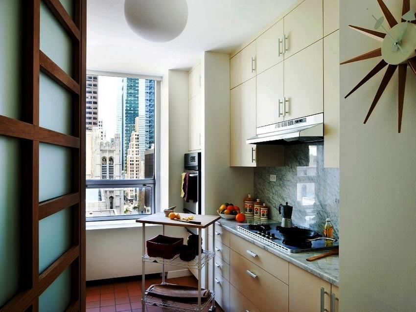 Независимо от размера кухни ее нужно обустроить так, чтобы было удобно использовать все элементы
