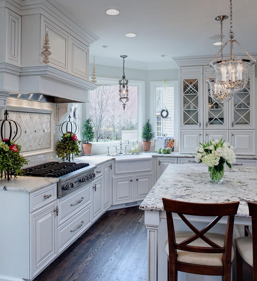 Кухонные гарнитуры из натурального дерева являются востребованными несмотря на высокую стоимость