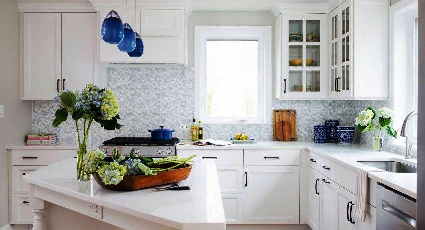 Угловой кухонный гарнитур считается универсальным вариантом