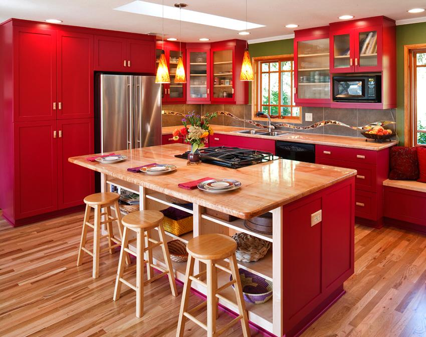 За счет угловых шкафов можно сэкономить полезную площадь в помещении