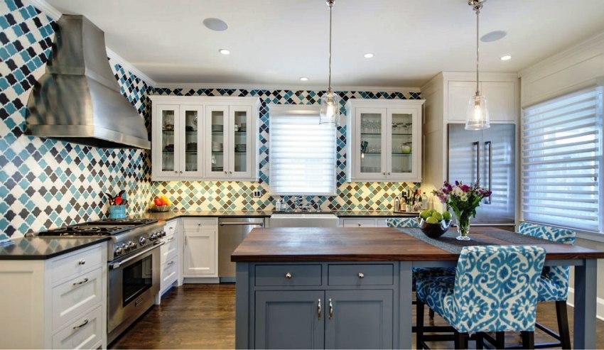 С точки зрения практичности и функциональности угловые кухни являются наиболее оптимальным вариантом размещения кухонной мебели в маленьком помещении