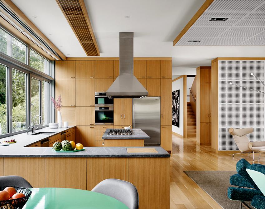 Гарнитуры П- и Г-образной формы подходят для кухонь с островом