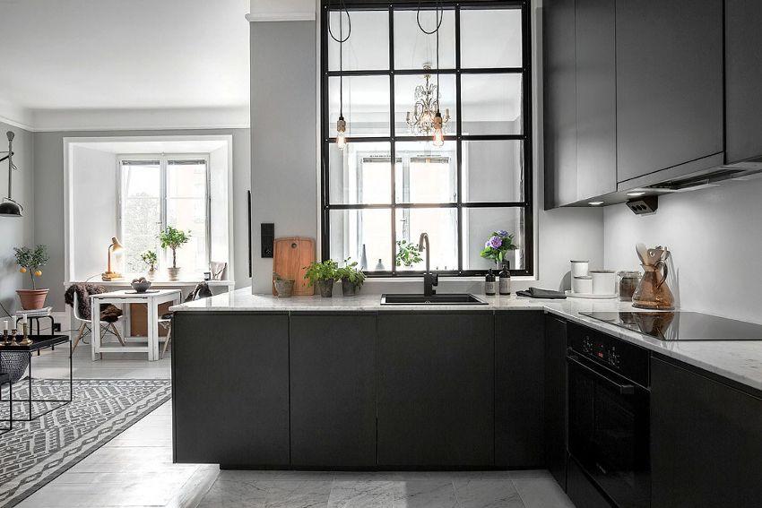Модульный кухонный гарнитур оптимально использует свободное пространство