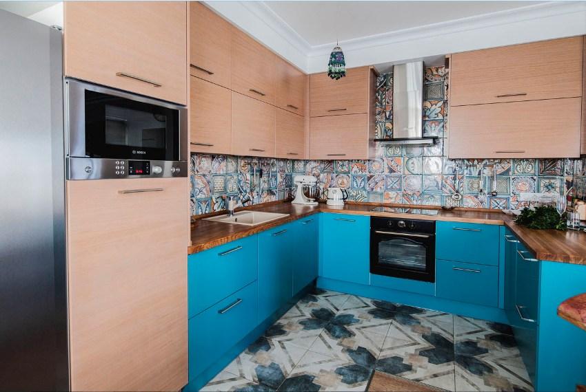 Угловые кухонные гарнитуры для маленького помещения – это достаточное количество шкафов, чтобы в них поместить все необходимое