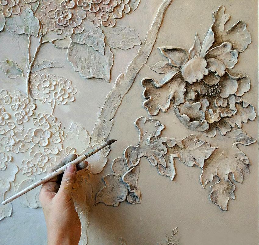 Метод свободного гипсования применяют для создания цветочных барельефов