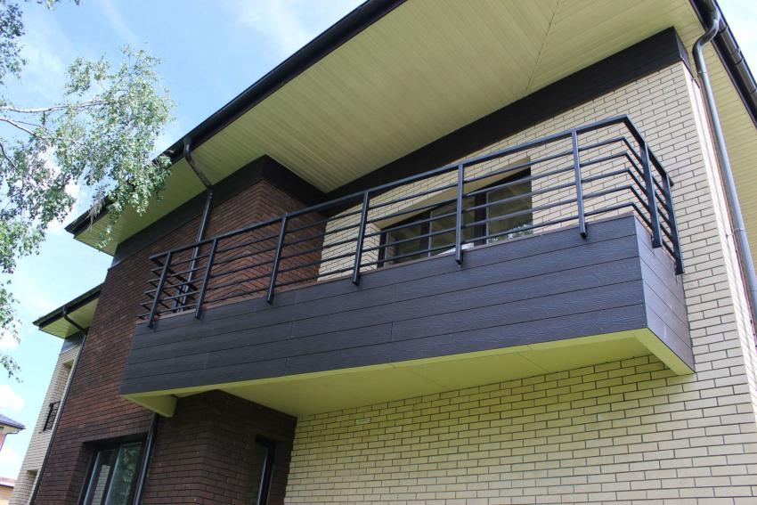 Материалы для отделки балкона снаружи должны обладать более высокой прочностью и износостойкостью