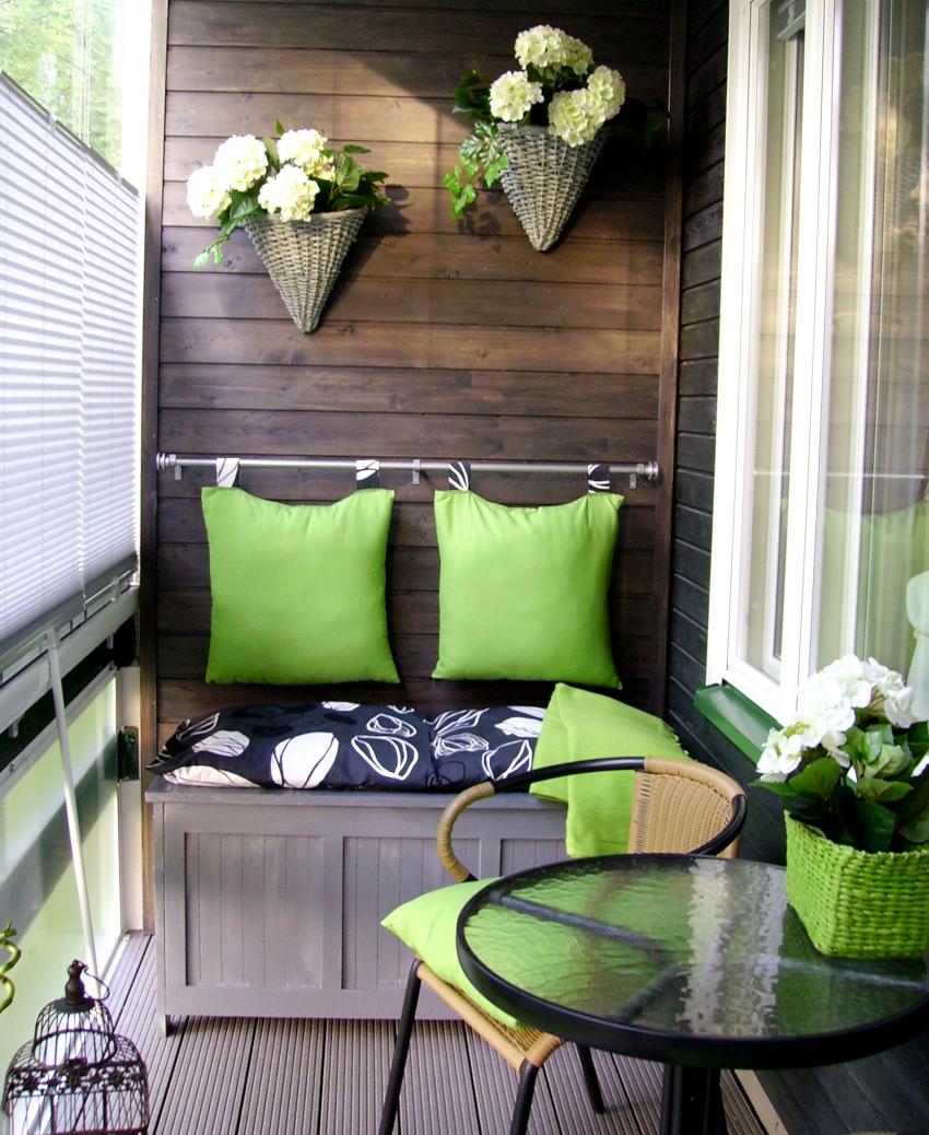 Вагонка является наиболее популярным материалом для отделки балконов
