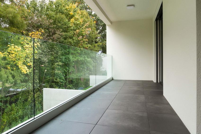 """Материал напольного покрытия на балконе зависит от того будет ли установлена система """"теплый пол"""""""