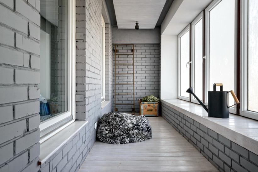 Любой из вариантов напольного покрытия на балконе имеет свои достоинства и недостатки, поэтому главный критерий при выборе - личные предпочтения