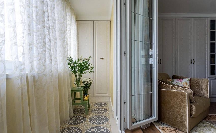 Линолеум относится к недорогим вариантам напольного покрытия на балконе