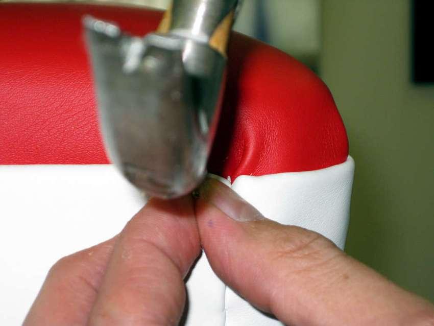 Для обшивки пуфа понадобится поролон и дермантин