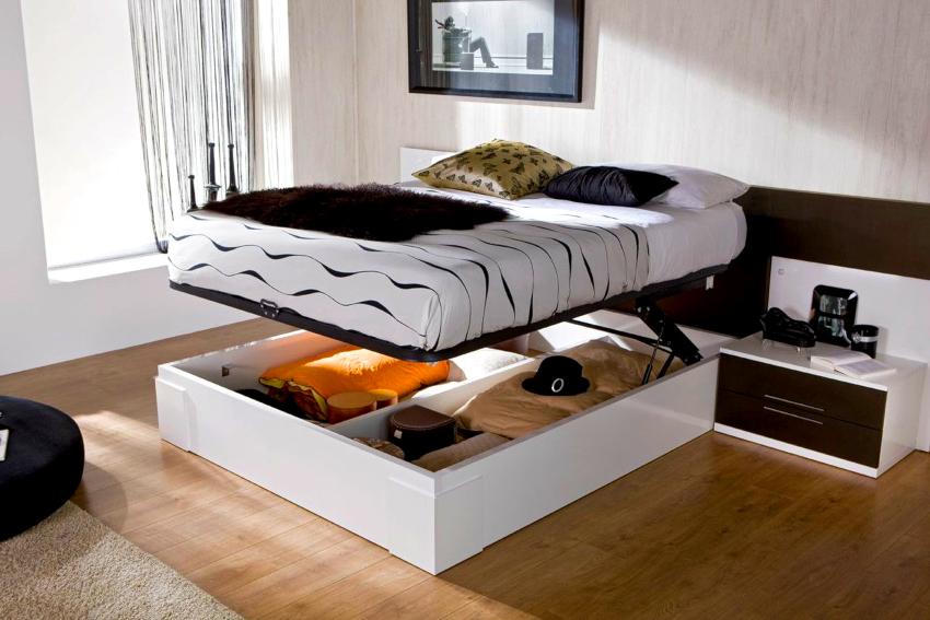 Для маленьких комната лучше отдавать предпочтение кроватям оснащенным подъемным механизмом