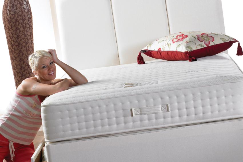 Размеры матраса должны быть на несколько сантиметров меньше чем параметры кровати
