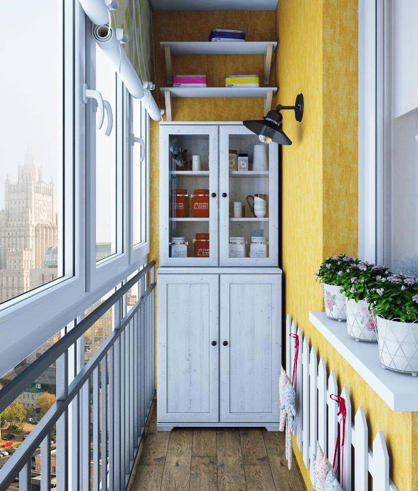 Шкаф займет нужное место на балконе, освободив остальное пространство для других предметов интерьера
