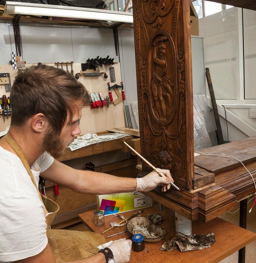 При наличии необходимых инструментов и материалов реставрацию шкафа в стиле прованс может выполнить каждый