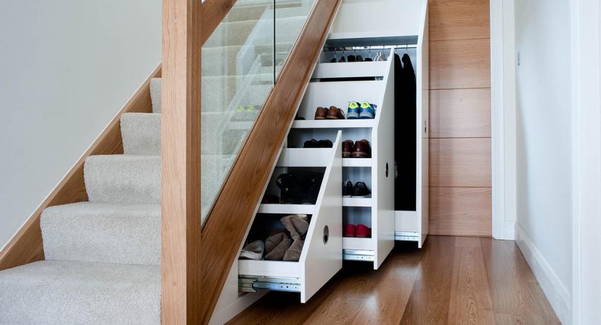 Высота шкафа под лестницей в самой высокой точке должна быть не менее 1 метра