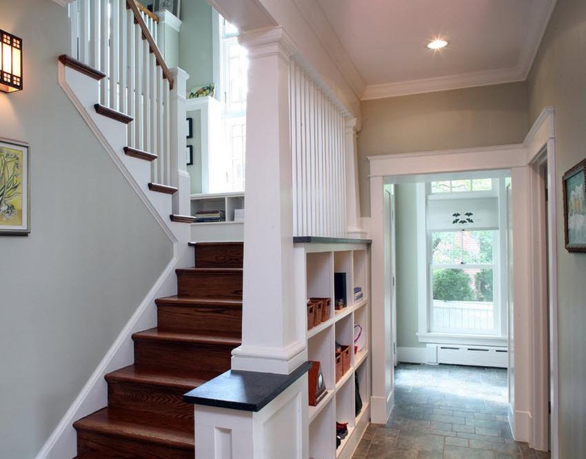 Открытые шкафы и стеллажи идеально подходят для современных интерьеров
