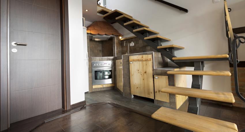 Шкафы под лестницей во всем своем великолепии и многообразии подробно, с фото