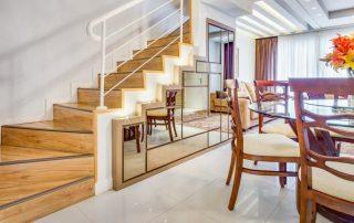 Шкафы под лестницей во всем своем удобстве и многообразии