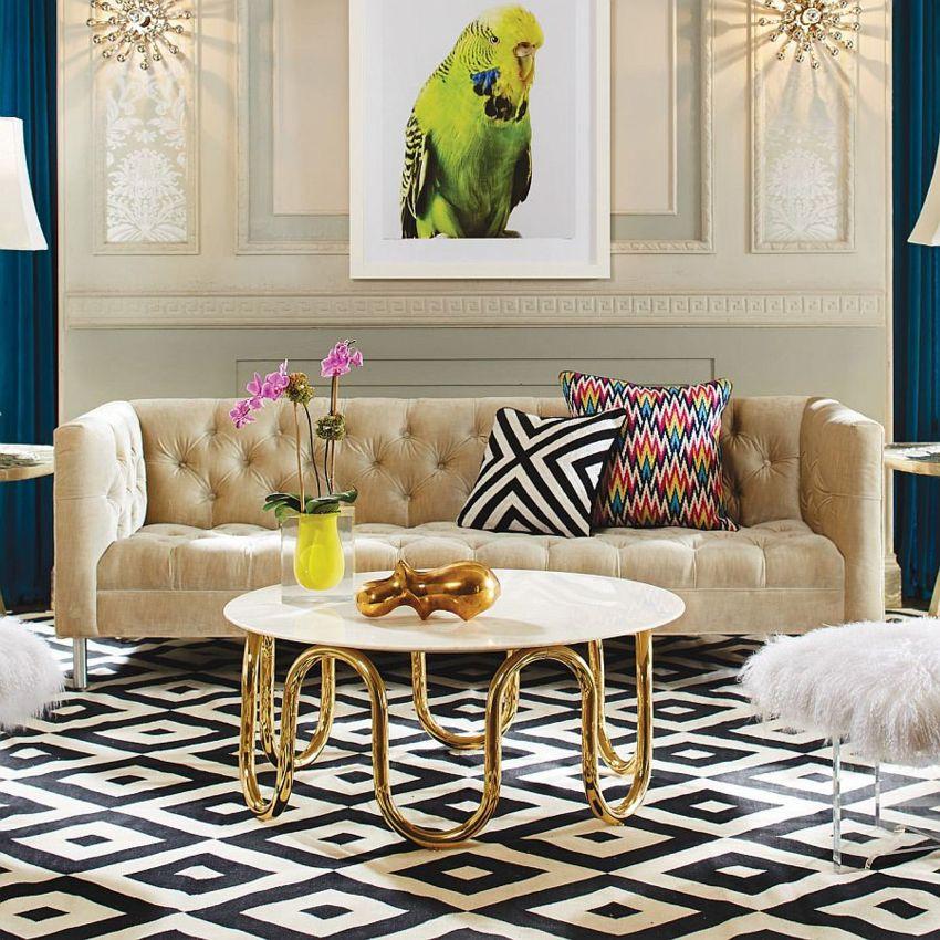 Для оформления стен в неоклассике часто используется декоративная штукатурка, молдинги, накладные стеновые панели