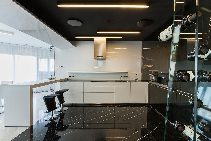 Гладкие формы и чистые линии – одна из главных особенностей интерьера кухни в стиле контемпорари