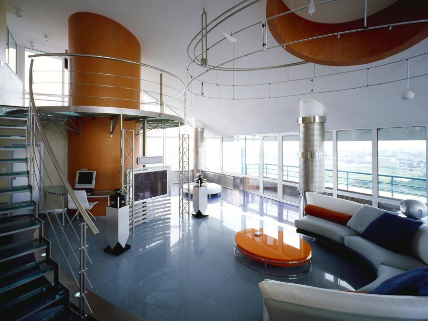 При обустройстве комнат в стиле хай-тек предпочтение имеют: металл, стекло, пластик