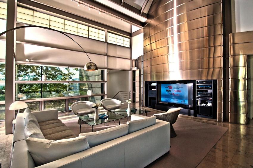 Отличительная черта стиля хай-тек – это удачное комбинирование комфорта и современных технологий