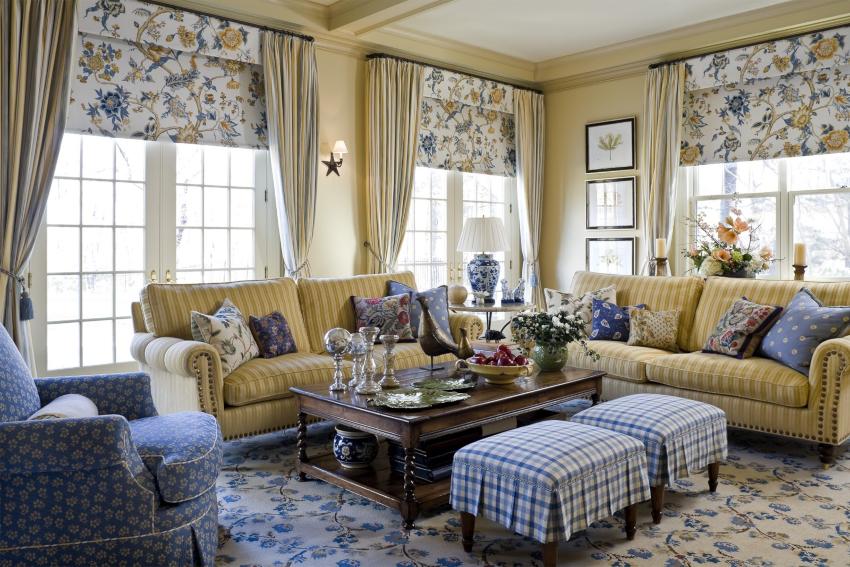 Обилие натурального текстиля создает в комнате характерный антураж