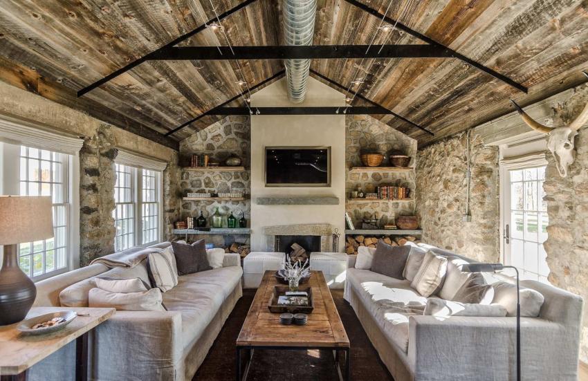 Дерево и камень ‒ это те материалы, которые больше всего подходят для отделки комнаты в стиле кантри