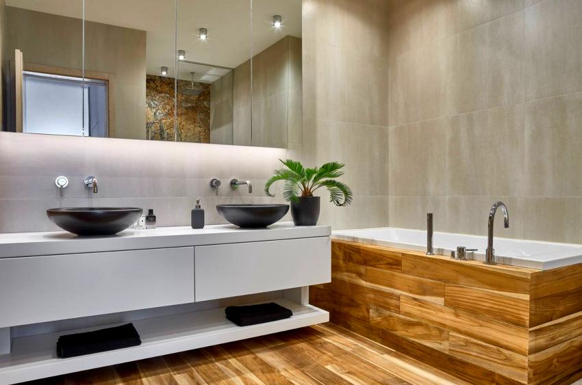Лучшее напольное покрытие для ванной в стиле минимализм — это плитка или водонепроницаемый ламинат
