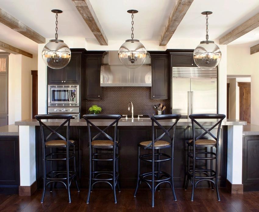 Современные кухни отличаются лаконичным дизайном, который предполагает соответствующий подбор цветовой гаммы