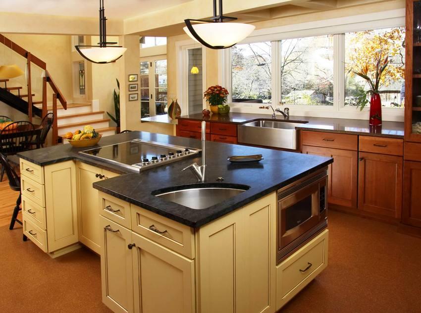 Недостатком угловых моек считается специфика их расположения, — потому как, мыть посуду стоя в углу может быть не удобно