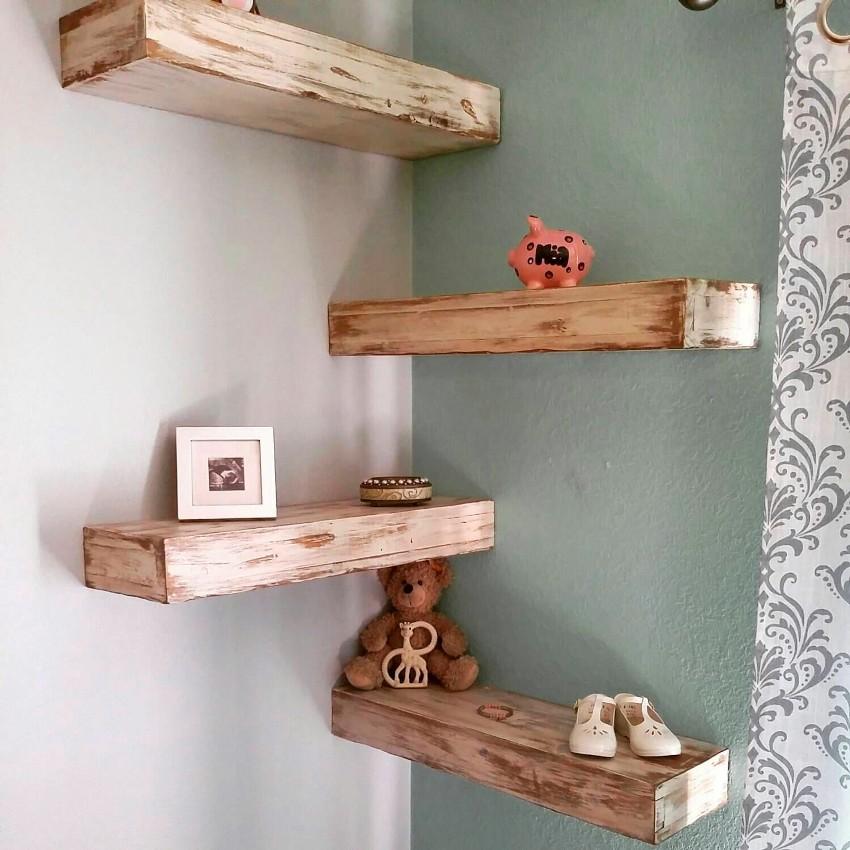 Угловые конструкции позволяют не только сэкономить место в помещении, но и оригинально украсить угол комнаты