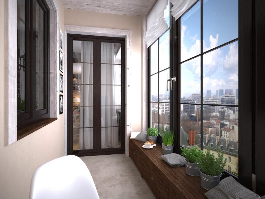 Перед остеклением балкона окнами из дерева, необходимо существенно усилить перила