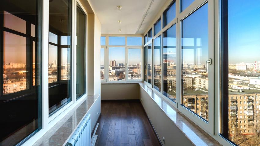 Пластиковые окна ‒ это наиболее удачный вариант, чтобы сделать балкон теплым