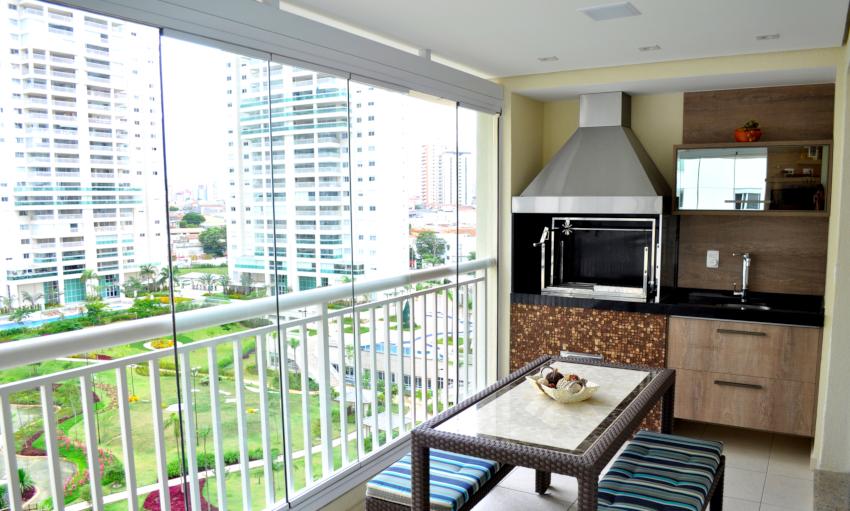 Безрамная система остекления балкона имеет недостаточную герметичность