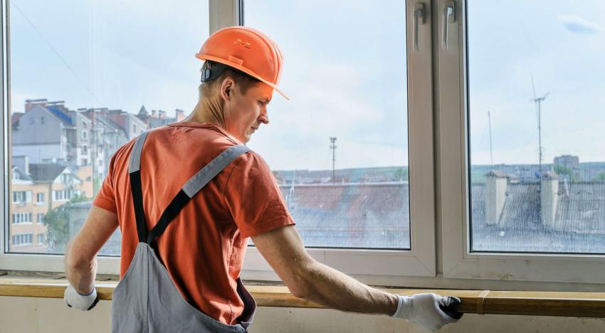 При наличии соответствующего инструмента и должного опыта, остекление балкона можно выполнить своими руками