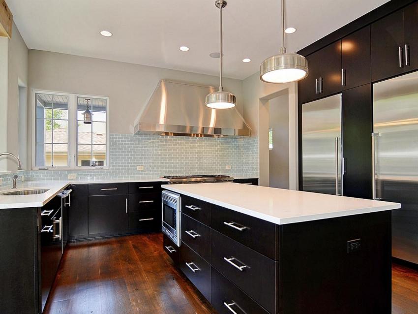 Классическая кухня в черно-белом цвете – это сбалансированное присутствие обоих цветов