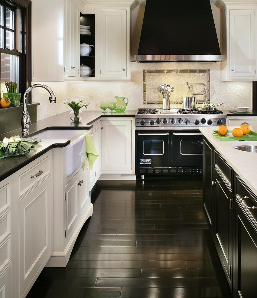 Кухня в черно-белом цвете придется по душе поклонникам лаконичных и выразительных идей